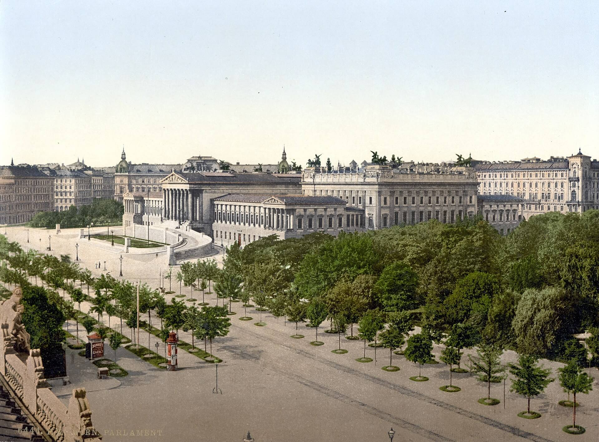 1920px-Wien_Parlament_um_1900