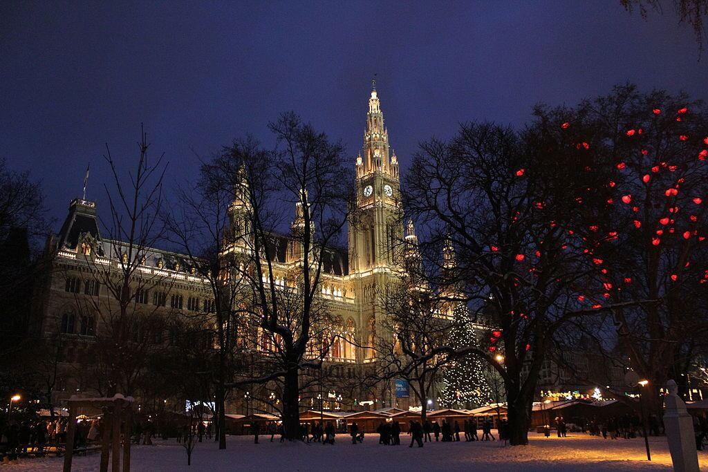 Rathaus_Christkindlmarkt_(5273182001)